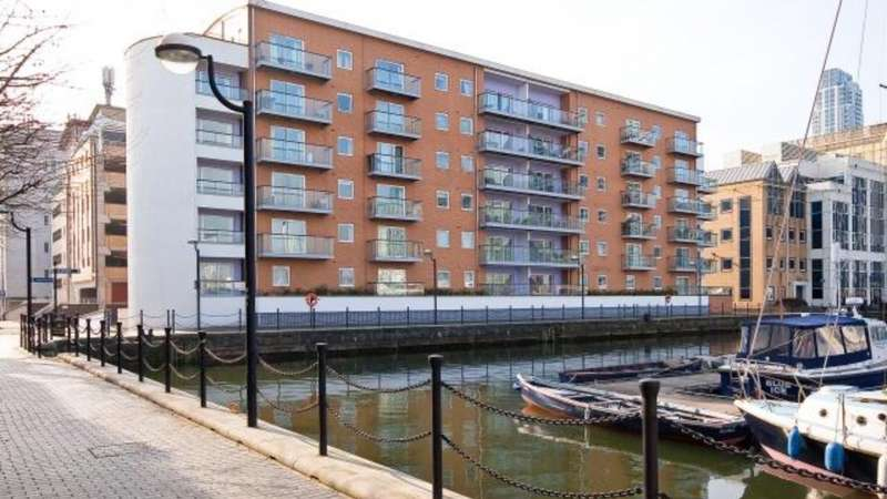 2 Bedrooms Flat for sale in Antillies Bay Apartment, London, London, E14