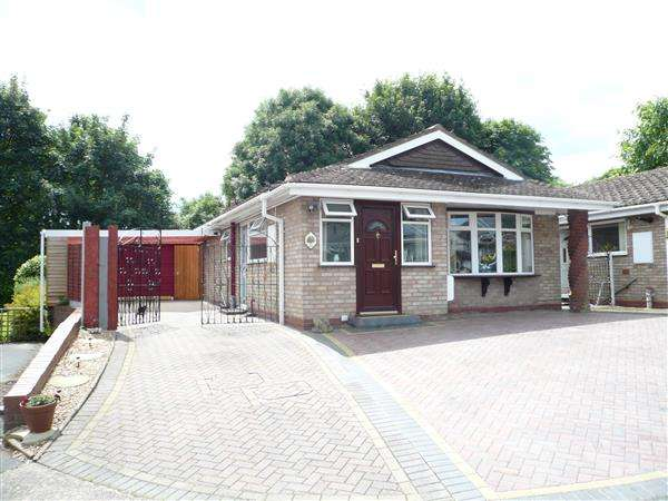 3 Bedrooms Bungalow for sale in Halecroft Avenue, Wednesfield, Wednesfiekld
