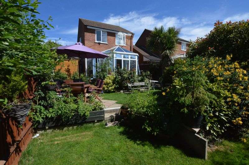 3 Bedrooms Detached House for sale in 'Racecourse' area, Alton, Hampshire