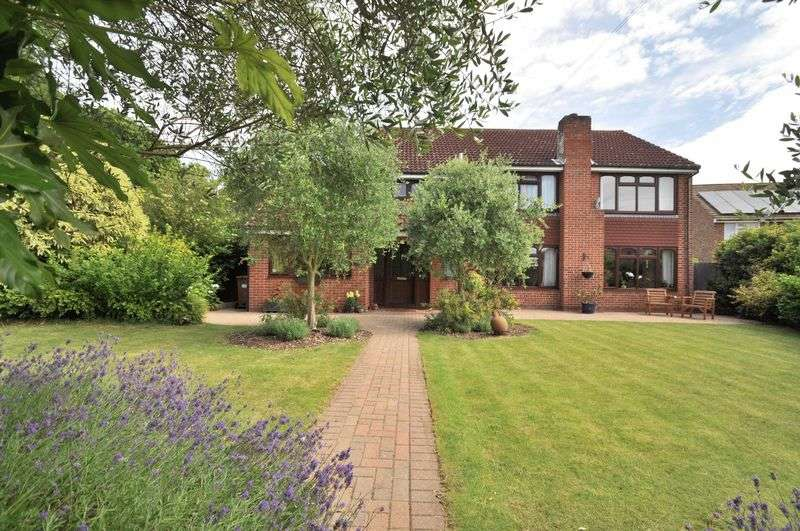 5 Bedrooms Detached House for sale in St. Thomas Court, Bexley