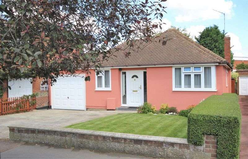4 Bedrooms Detached Bungalow for sale in Oliver Road, Shenfield