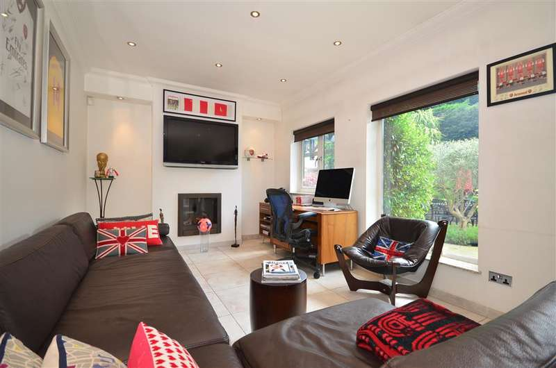 4 Bedrooms Detached House for sale in Little Dragons, Loughton, Essex
