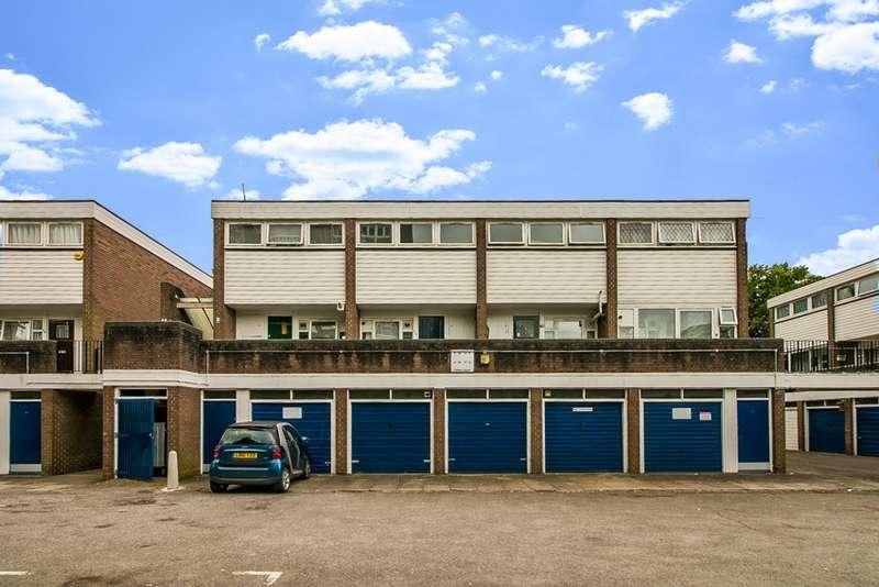 2 Bedrooms Maisonette Flat for sale in Fisher Close, Croydon, Surrey, CR0