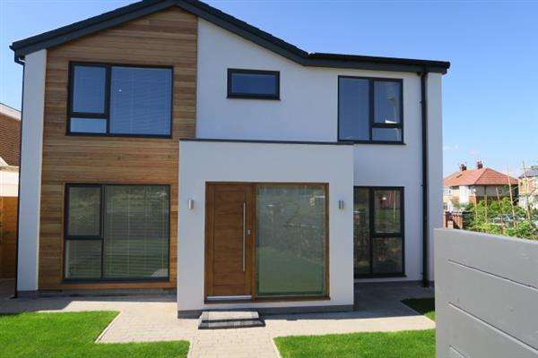 5 Bedrooms Detached House for sale in King George Road, South Shields