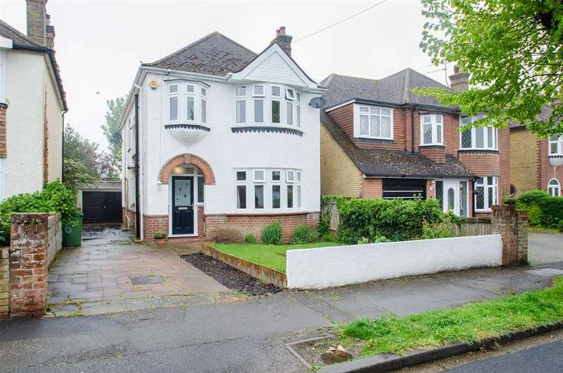 5 Bedrooms Detached House for sale in Park Drive, Sittingbourne