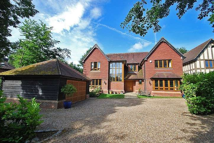 6 Bedrooms Detached House for sale in Finch Lane, Knotty Green, Beaconsfield, HP9