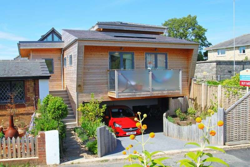 4 Bedrooms Detached House for sale in Marsh Road, Gurnard, Isle of Wight, PO31 8JQ