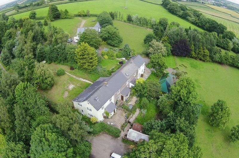 6 Bedrooms House for sale in North Tawton, Devon. EX20 2AB