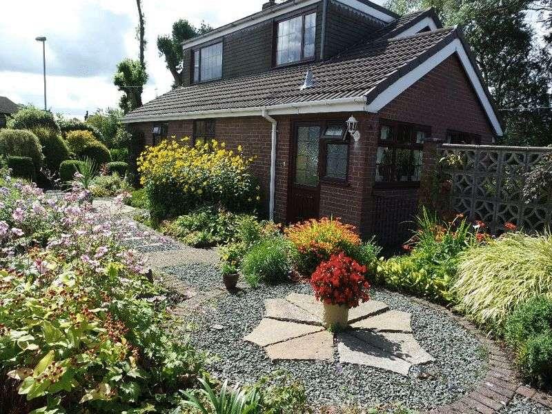 4 Bedrooms Detached House for sale in Braemar Close, Bucknall, Stoke-On-Trent, ST2 8NL