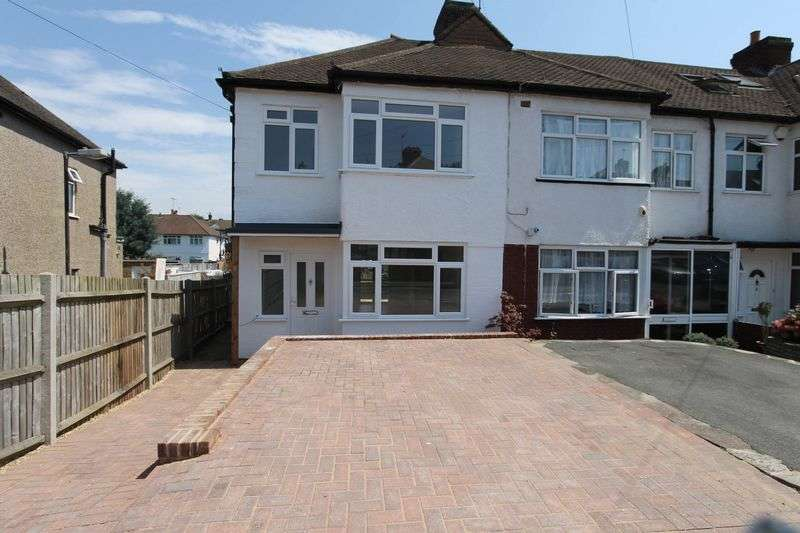 3 Bedrooms Terraced House for sale in Garth Close, Morden