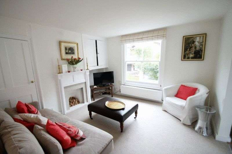3 Bedrooms Terraced House for sale in Bars Hill, Cowes, Isle of Wight, PO31 7QP