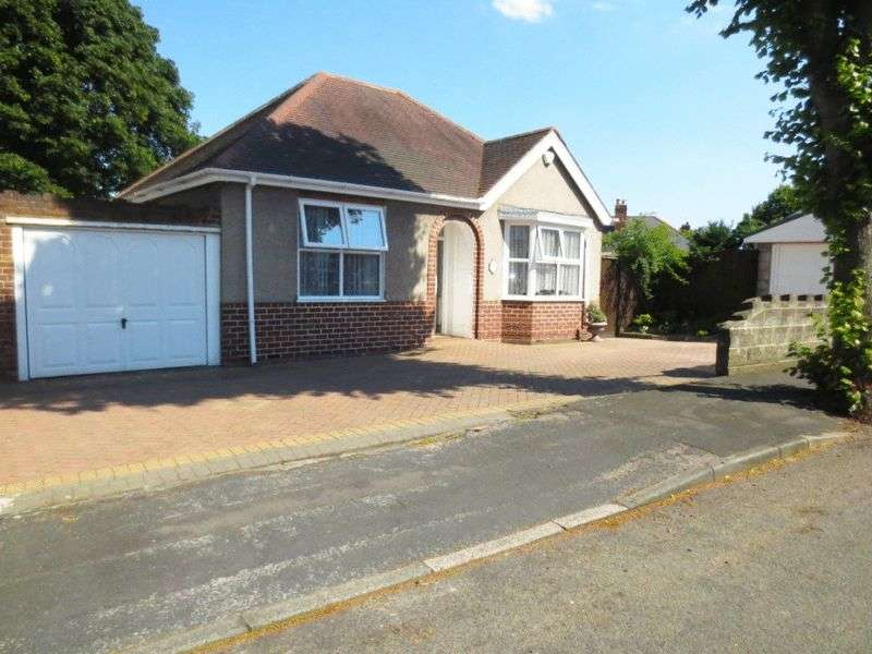 2 Bedrooms Detached Bungalow for sale in Charlemont Crescent, West Bromwich