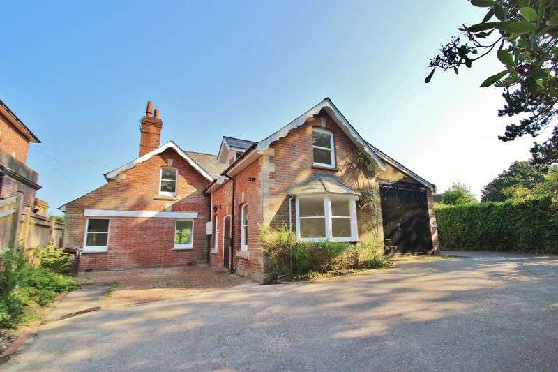 3 Bedrooms Detached House for sale in Station Road, Mayfield