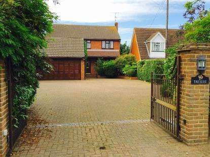 4 Bedrooms Detached House for sale in North Fambridge, Chelmsford, Essex