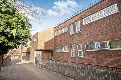1 Bedroom Flat for sale in Mowatt Close, London