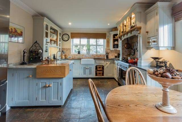 5 Bedrooms Detached House for sale in Doncaster Road, Doncaster, South Yorkshire, DN9