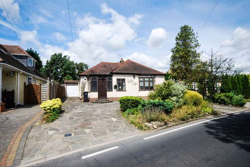 2 Bedrooms Bungalow for sale in Loughton Lane, Theydon Bois