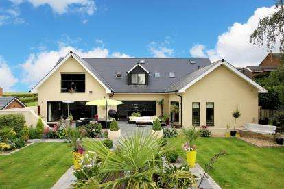 4 Bedrooms Detached House for sale in St. James View, Old Ravenfield, Rotherham, South Yorkshire