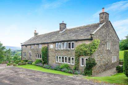 5 Bedrooms Detached House for sale in Higher Chisworth, Chisworth, Glossop, Derbyshire