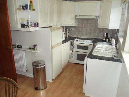 3 Bedrooms Terraced House for sale in Warren Avenue, Stapleford, Nottingham, Nottinghamshire