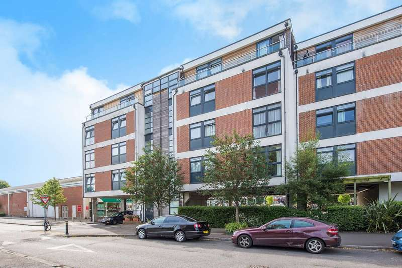2 Bedrooms Flat for sale in Victoria Avenue, West Molesey, KT8