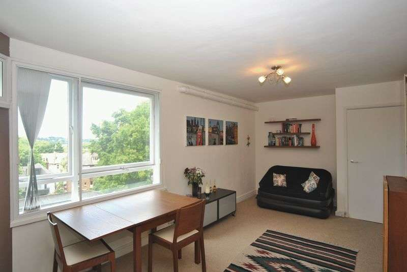 1 Bedroom Flat for sale in Haslemere Road, Crouch End, N8