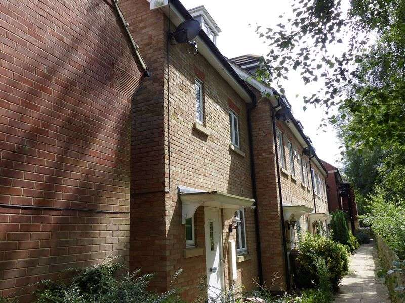 3 Bedrooms Terraced House for sale in Carnoustie Drive, Lincoln