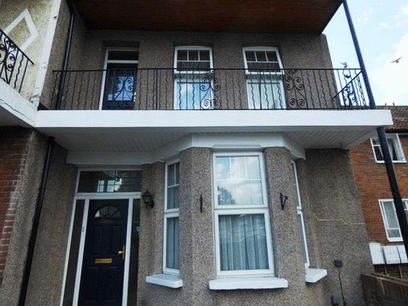 4 Bedrooms Terraced House for sale in London Road, MITCHAM