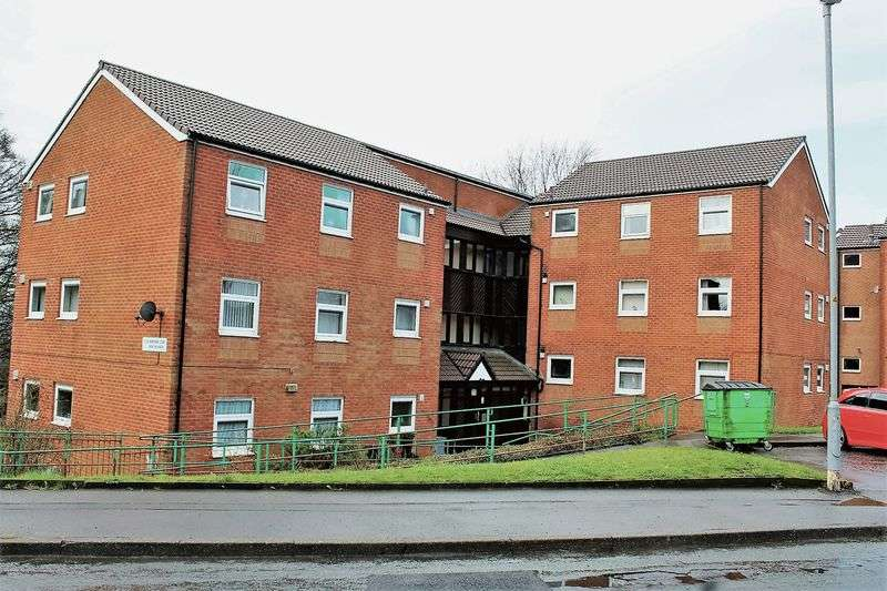 2 Bedrooms Flat for sale in Kingfisher Court, Rochdale