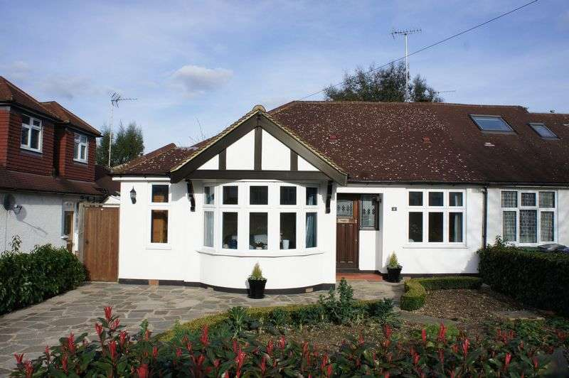 3 Bedrooms Semi Detached Bungalow for sale in Hereford Avenue, East Barnet