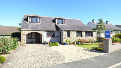 3 Bedrooms Bungalow for sale in Rhostrehwfa, Llangefni, Sir Ynys Mon, LL77