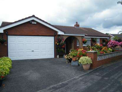 3 Bedrooms Bungalow for sale in Pheasant Way, Winsford, Cheshire, CW7
