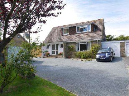 3 Bedrooms Bungalow for sale in Freshwater, Isle of Wight