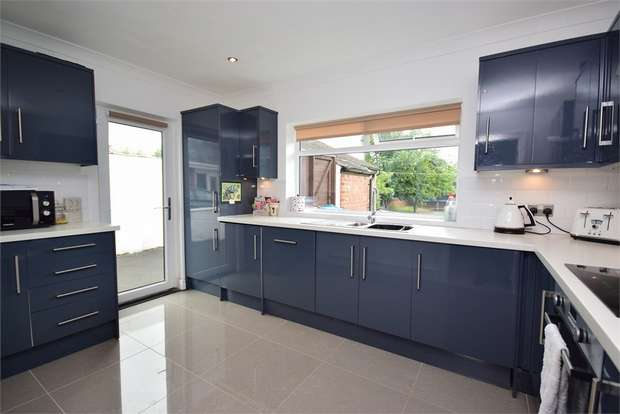 2 Bedrooms Semi Detached Bungalow for sale in Walmer Road, LYTHAM ST ANNES, Lancashire