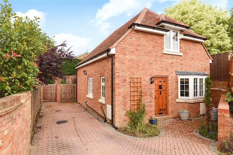 3 Bedrooms House for sale in Old Mead, Chalfont St. Peter, Buckinghamshire, SL9