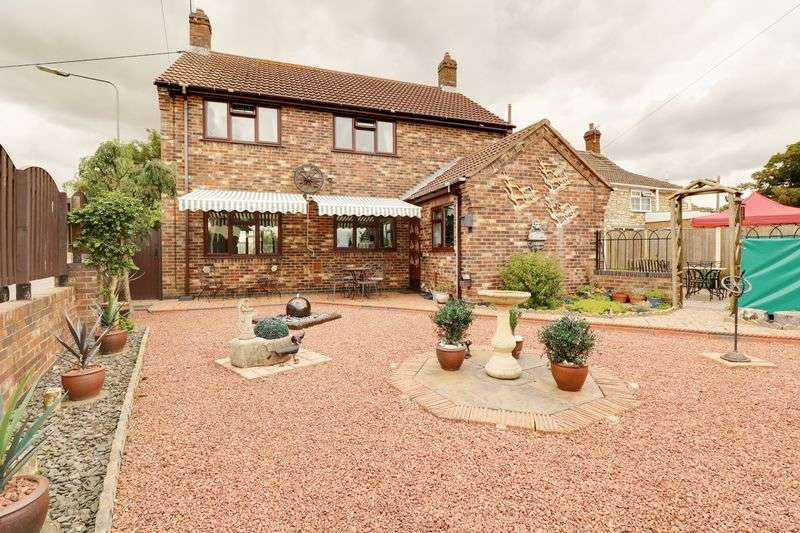 4 Bedrooms Detached House for sale in East Street, Hibaldstow