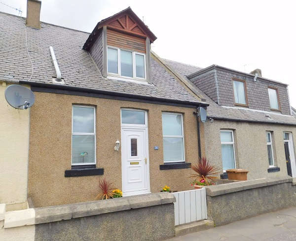 2 Bedrooms Flat for sale in Dunfermline Road, Crossgates, Cowdenbeath, KY4