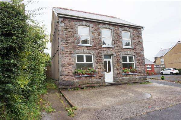 3 Bedrooms Detached House for sale in Carmarthen Road, CROSS HANDS, Llanelli