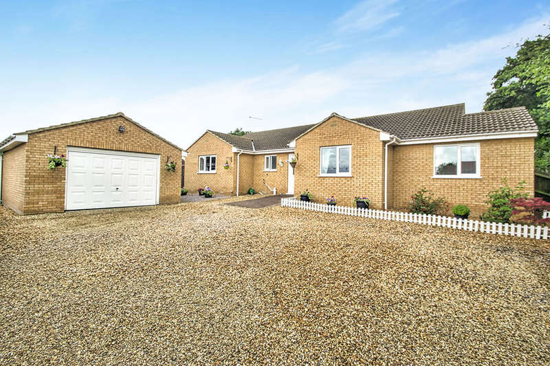 3 Bedrooms Detached Bungalow for sale in Peterborough Road, Crowland, Peterborough, PE6