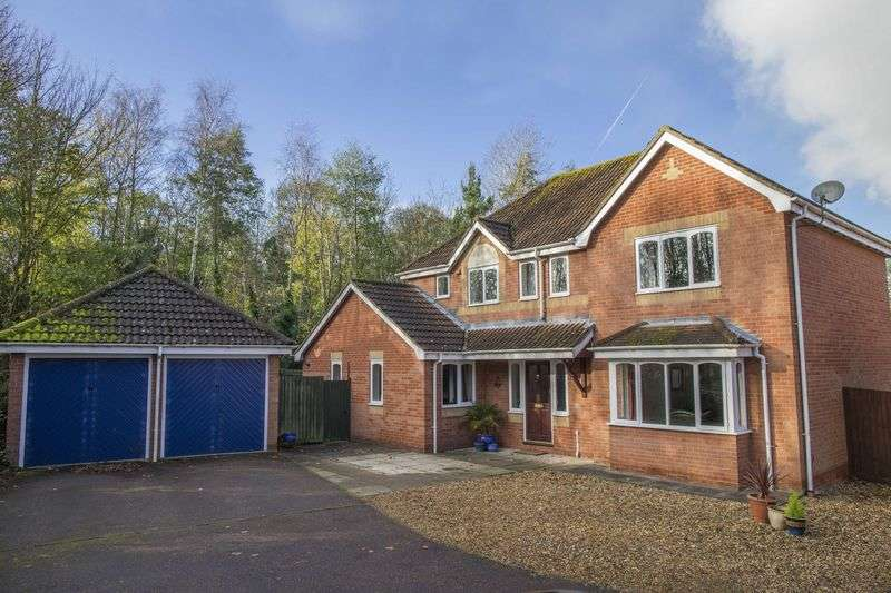 4 Bedrooms Detached House for sale in Fiske Close, Bury St. Edmunds
