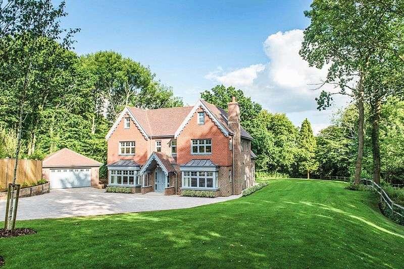 6 Bedrooms Detached House for sale in Birch Avenue, Haywards Heath