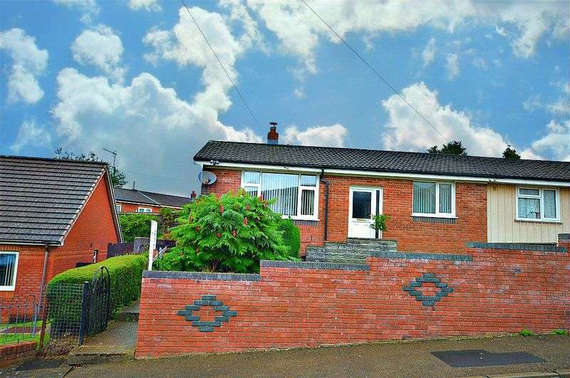 3 Bedrooms Semi Detached Bungalow for sale in Hilary Road, Newport
