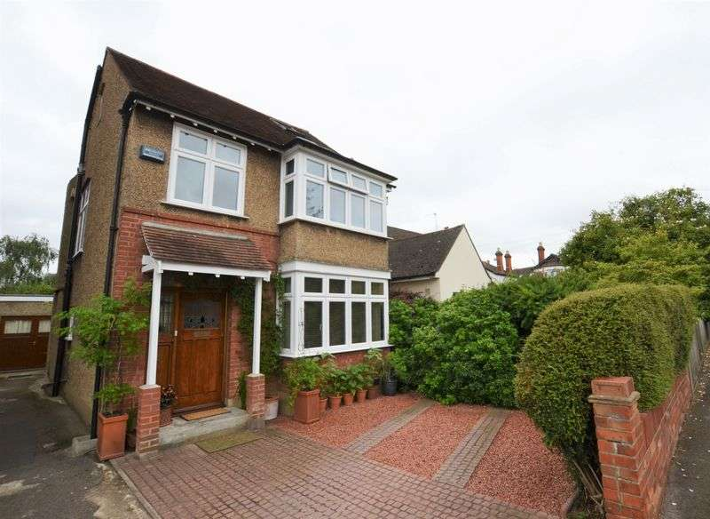 4 Bedrooms Detached House for sale in Cleveland Road, New Malden, KT3