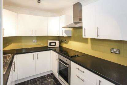2 Bedrooms Flat for sale in Park Street, Luton, Bedfordshire