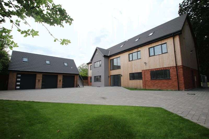 4 Bedrooms Detached House for sale in Blofield, NR13