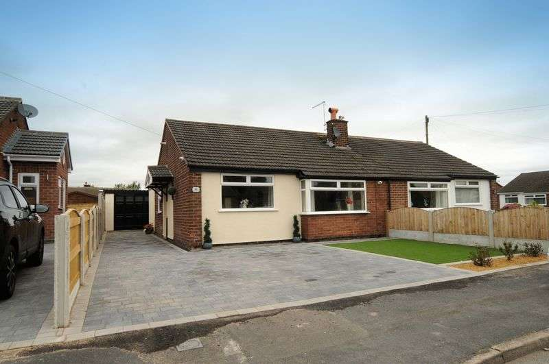 3 Bedrooms Bungalow for sale in Mobberley Close, Warrington