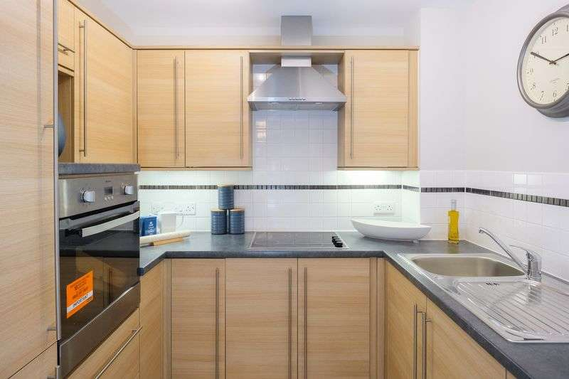 2 Bedrooms Flat for sale in Bluebell Court, High Street, Tettenhall