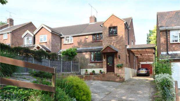 3 Bedrooms Semi Detached House for sale in Scotland Hill, Sandhurst, Berkshire