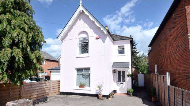 3 Bedrooms Detached House for sale in Cannon Court Road, Maidenhead, Berkshire