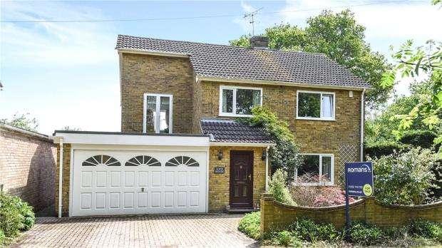 4 Bedrooms Detached House for sale in Little Vigo, Yateley, Hampshire, GU46 6ES